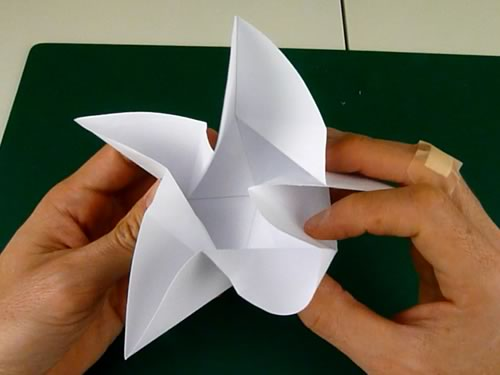 5 pointed origami star step 3b
