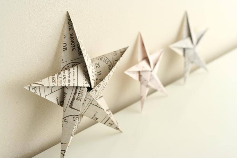 Folding 5 pointed origami star christmas ornaments for Pliage deco noel