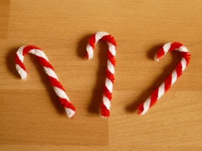 candy cane pipe cleaner ornament step 4