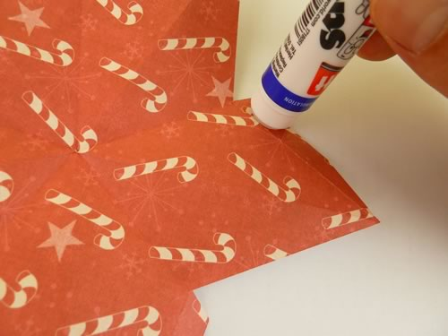 making double sided 3d star christmas decorations - glue each tab