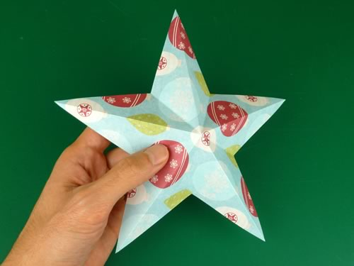 making christmas decorations finished one-sided star