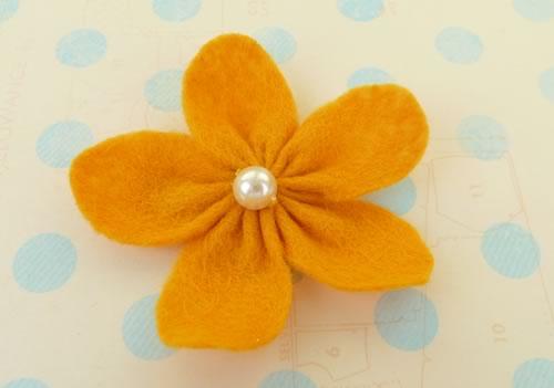 making felt flowers materials