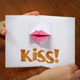 origami kissing lips card