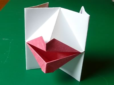 [تصویر: origami-valentine-kissing-lips-finished-for-card.jpg]