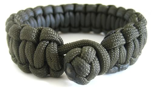 lanyard knot closure on paracord bracelet