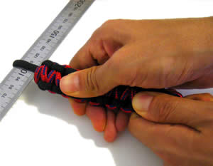 paracord bracelet tightening stitches