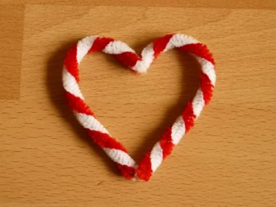 pipe cleaner ornament - candy cane heart