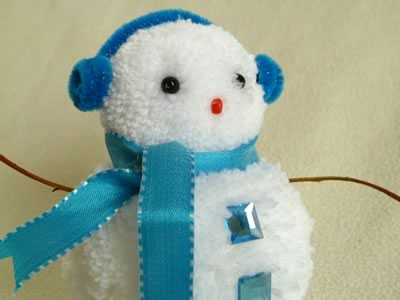 snowman christmas crafts - blue pom pom snowman close up
