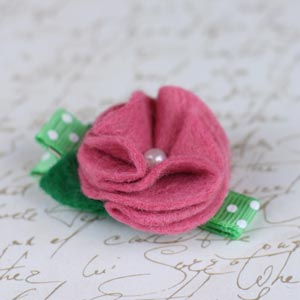 homemade baby hair clip with felt flower