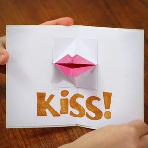 origami valentine kidssing lips