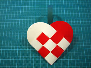easy to make christmas decorations woven heart step 4