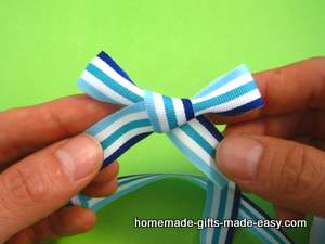 simple ribbon bow tying